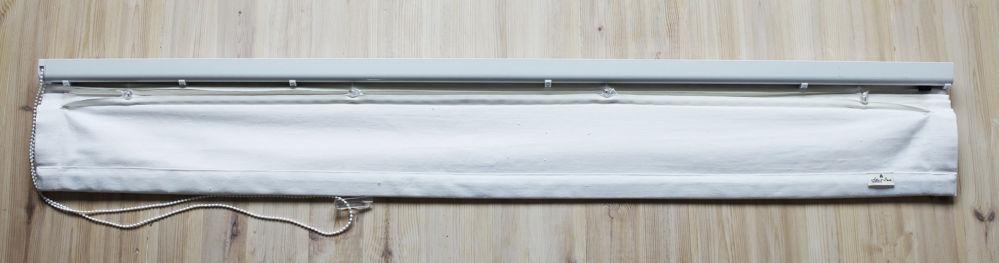 Baksidan av hissgardin inför fönstret
